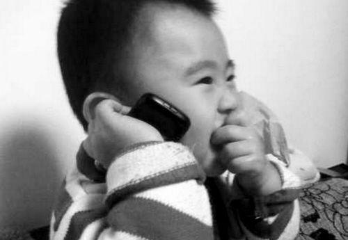 尽量少让孩子使用电话。