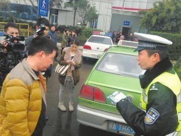 从机场到石羊场12公里,的哥宰客350元,面临顶格处罚。