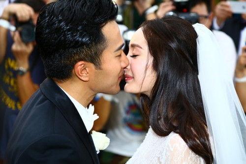1月8日,杨幂刘恺威巴厘岛完婚。