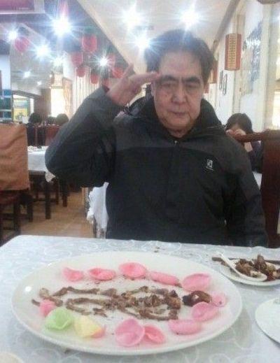 北大考古学教授卖萌吃烧鸡