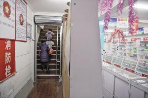 新教室在药房的二楼。记者 张诗尧 摄