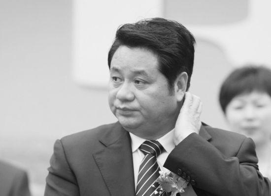 安徽省原副省长倪发科受贿总额近八成为玉石,其中一次收受的和田玉就价值350万元。除玉石外,倪发科还先后收受了90余幅名人字画