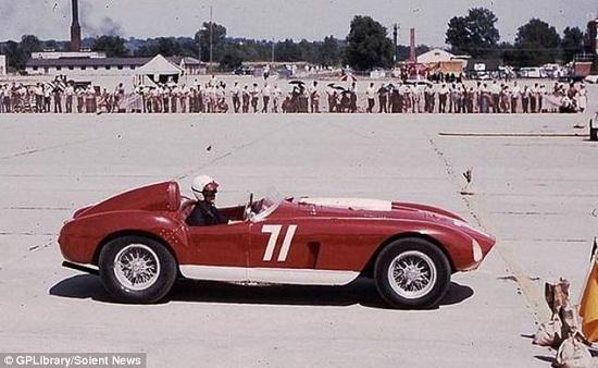 该跑车上世纪50年代曾赢得一系列著名比赛
