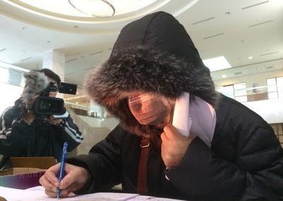 台湾嘉义地方法院传讯被告陈佳富母亲右出庭作证