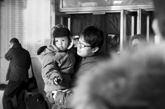 昨日,大连站迎来了返程客流最高峰。半岛晨报、海力网摄影记者朴峰