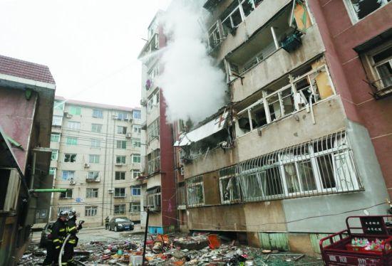 事发王家桥,致3人受伤,多栋楼玻璃被震碎,原因正在调查
