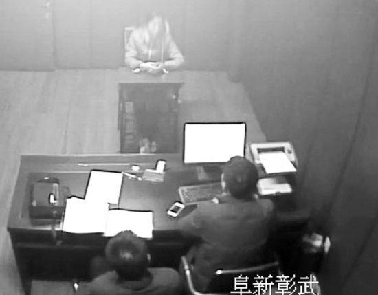 蒋某被抓后,阜新市彰武县公安局侦查员在审讯蒋某