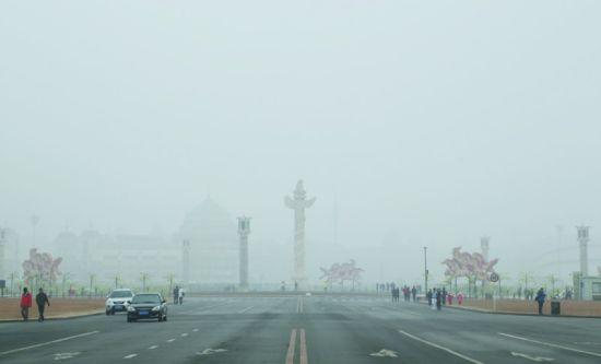 图为滨城市雾霾天