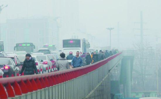 本市昨日空气质量日均值均未超过200这一重度污染临界值