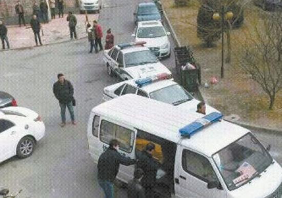 2月26日10时许,在营口东城花园小区发生一起悲剧,母亲将13岁的儿子掐死。