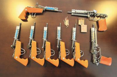 这种火柴枪由于使用火柴头的火药作为发射动力,坚决不允许贩卖。