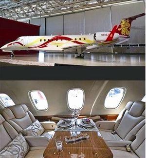 成龙的私人飞机非常奢华