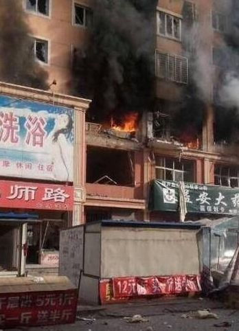 8点30左右,葫芦岛连山市场附近居民楼发生爆炸。