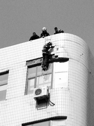 消防人员高空作业