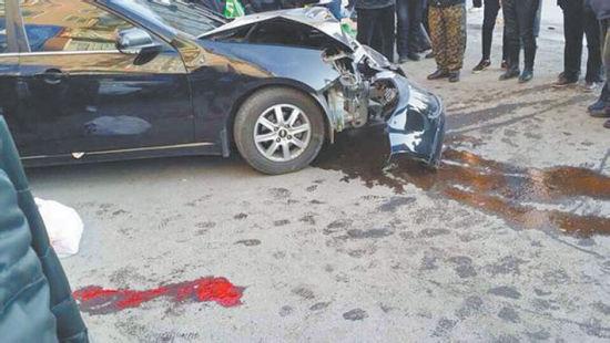 2月16日,辽阳县首山镇商业街发生一起交通事故,驾驶员弃车逃逸。