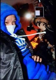 李代沫被警察带出三里屯派出所,前往朝阳分局