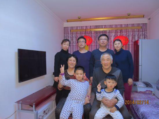 刘杰和爱人(后排左一左二)