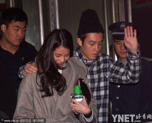 陈冠希搂女友现身上海
