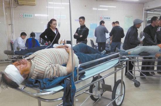 ▲部分伤者正在苏家屯区中心医院接受治疗。