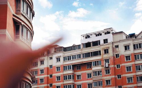 加盖房屋该谁管? 摄影记者 聂焱鑫