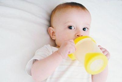 宝宝补点儿什么水?纯净水不适合婴儿长期饮用