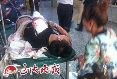 昨日下午1时许,27岁的刘某被送到沈阳医学院奉天医院急诊室,身上多处刀伤的他随后接受警方调查。