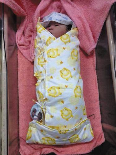 产妇顺产生下的巨型宝宝