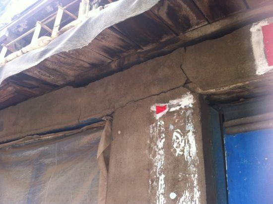 寸断的屋檐。