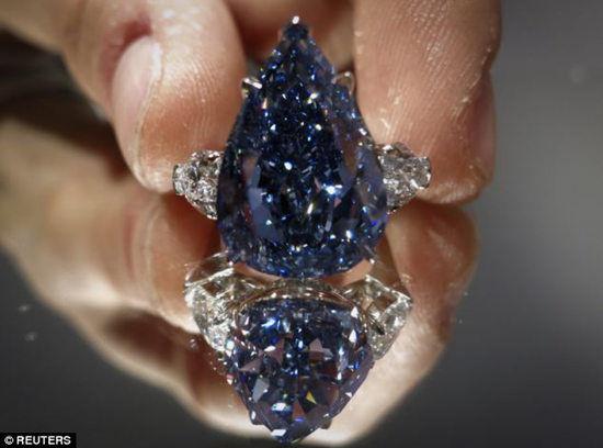 史上最大蓝钻石14日在日内瓦克里斯蒂拍卖行拍出2379万美元的天价。
