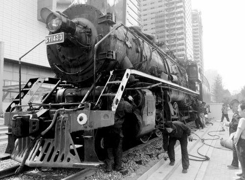 蒸汽机头亮相社区。