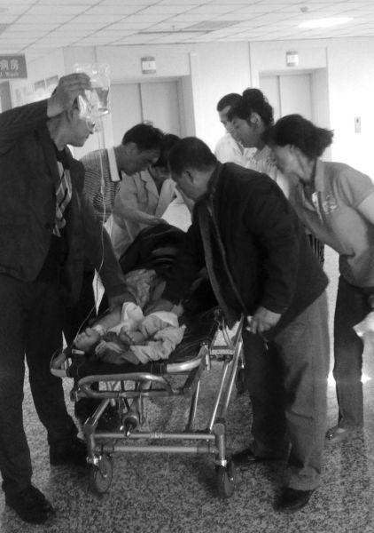 受伤的小雨被送到医院,经检查无大碍。读者供图