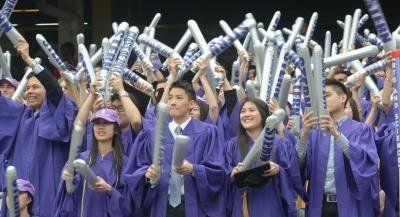 纽约大学21日举行182届毕业典礼,许多中国留学生为应届毕业生。(美国《世界日报》/许振辉 摄)