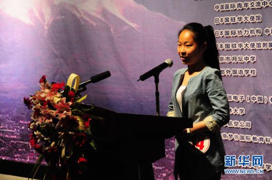 一等奖获得者汪芷涵在进行演讲