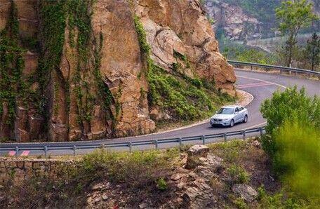 跑车走山路风景