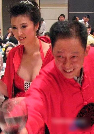 王志文和娇妻陈坚红。