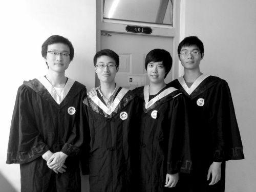从左至右为张黎哲正、王曦、熊松、陈俊文