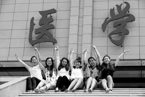 从左至右为赵晶、曹幼平、郭美欣、文娟、赵璐、包慧敏