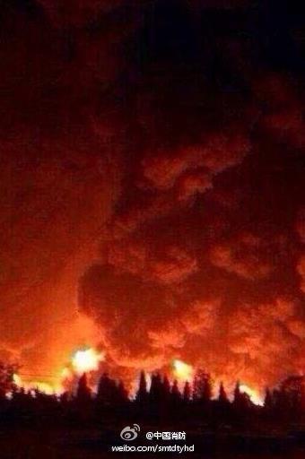 大连输油管线爆裂起火
