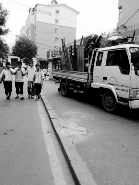 """根据《沈阳市再生资源回收管理办法》、《沈阳市再生资源回收管理条例》规定:""""再生资源回收站(点),不得在区、县(市)学校、医院等地200米内设立。"""""""