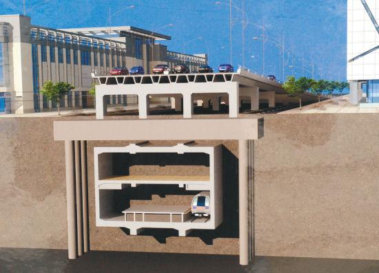 沈阳日报讯(记者 于海 李浩) 地面上是高架桥,地下跑的是地铁,这一特殊工程结构将在沈阳迎宾路上出现。7月8日,记者从沈阳市建委获悉,今年沈阳立体化交通建设的重要项目迎宾路高架桥工程正式进入主体化施工阶段,该桥将是沈阳城建史上首座在地铁上修建的高架桥。从今天起,迎宾路地区将实行区间通行,当地居民可持相关证件办理车辆通行证。   盘活西部交通   二环进三环仅需五分钟   迎宾路是沈阳市重要的东西向干道,西连三环绕城高速公路北李官高速立交桥,东接建设大路。三环高速北李官站是京沈高速公路的起点站,这使迎
