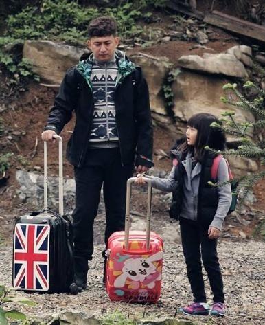 黄磊和女儿多多