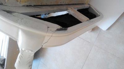 孙先生网购的家具到家后发现问题多多。