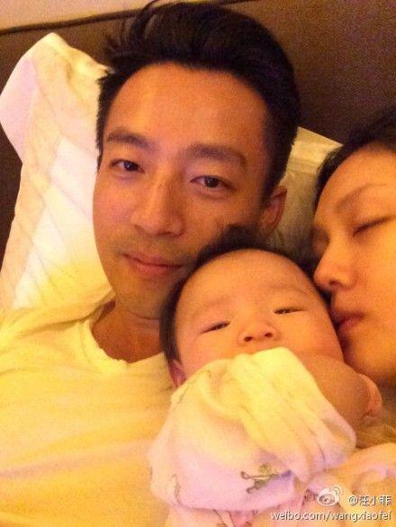 汪小菲、大S和女儿的温馨瞬间。