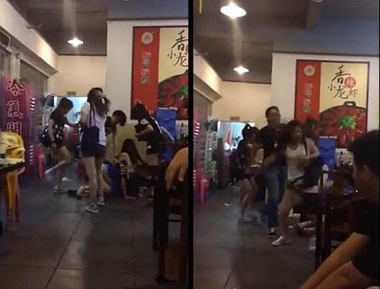 视频中,起先5女子围殴1女子(左),随后店外冲进一壮汉,暴打5个打人女子(右)。视频截图
