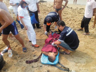 昨日傅家庄公园浴场出现两起游客溺水事故,一人生还一人死亡