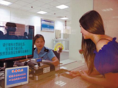 在沈阳站体验旅客购票过程