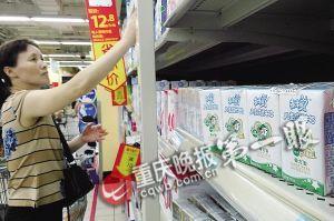 昨日,南坪某超市内,蒙牛未来星儿童成长牛奶很显眼。