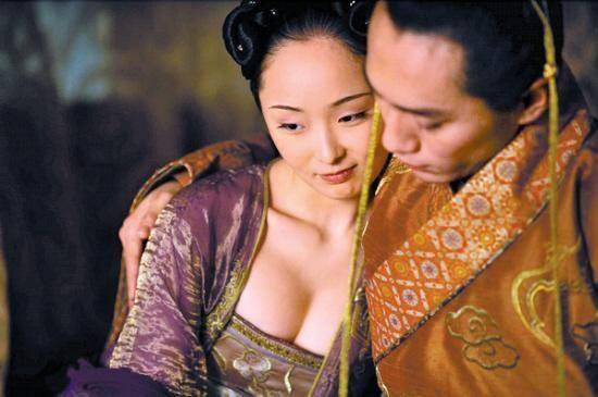 李曼与刘烨《满城尽带黄金甲》剧照