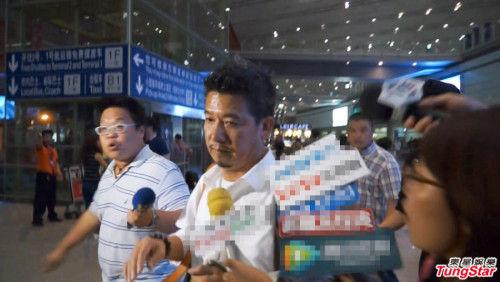 柯震东父亲抵达北京。