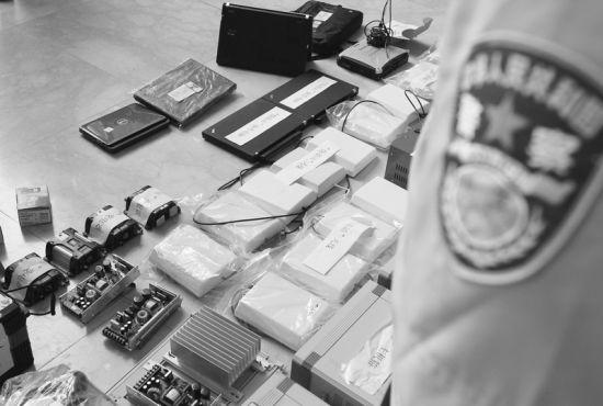 """昨日,沈阳警方展示了近日破获的""""伪基站""""违法犯罪案件涉案物品。"""
